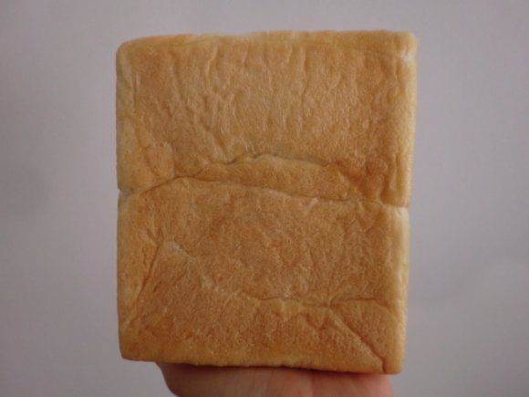 しっとりむっちり生地が美味しい!焼かずに何もつけず食べてほしい食パン