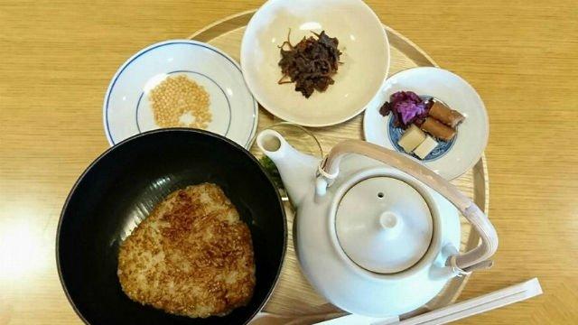 さすが京都!「お寺の境内にある畳敷きカフェ」でいただくお茶漬けランチ
