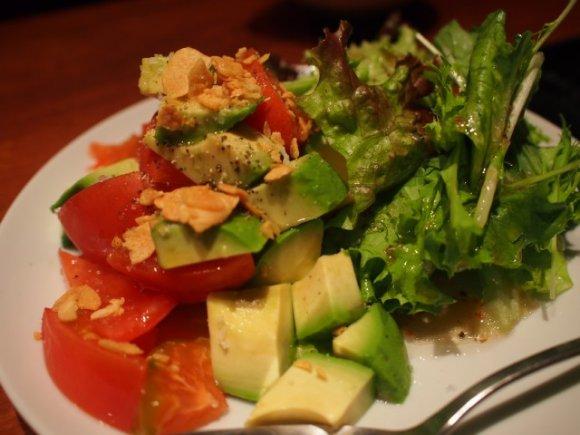 値段変わらず野菜マシマシ!「博多盛り」が超お得な本格もつ鍋