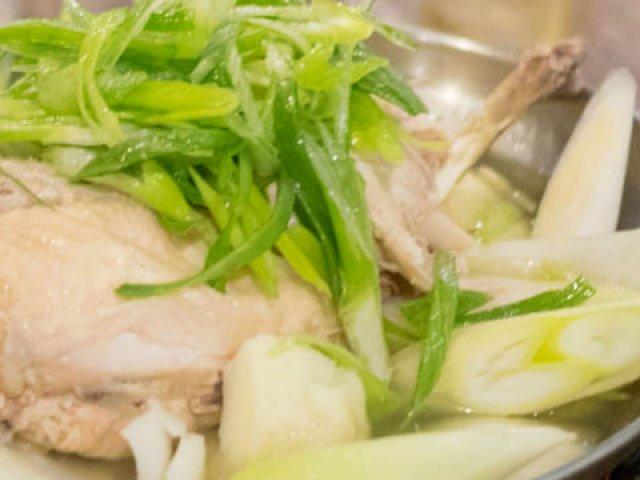 佐賀県三瀬村ふもと赤鶏で堪能!赤鶏を丸々使った「タッカンマリ鍋」