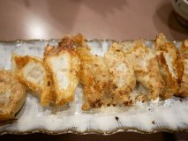 薄皮でモッチモチ!人気酒場『タンテール富士』のお酒がすすむ一口餃子