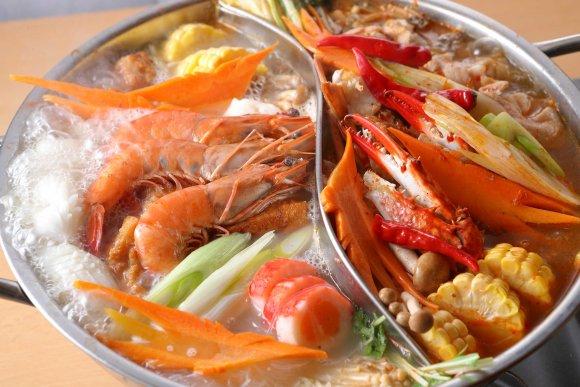 辛くない火鍋も人気!1度に2つの味が楽しめてお得な本格台湾火鍋コース