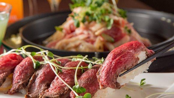 新感覚焼肉&特選肉の寿司が2,480円で食べ放題!最強コスパの肉バル