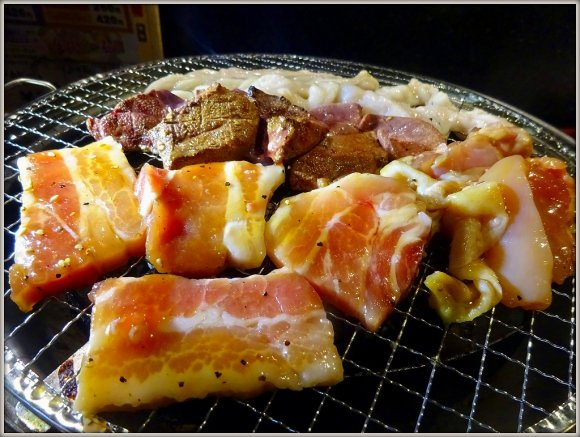 ステーキに手羽先、生ハム、ハンバーグも!夢のお肉食べ放題ができるお店
