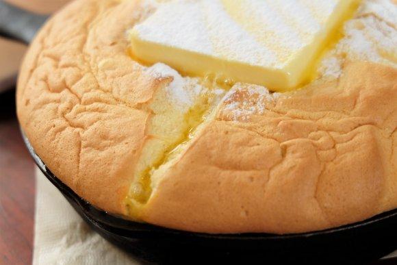 涙が出そうになる美味しさ…!バターとの相性も最強なカステラパンケーキ
