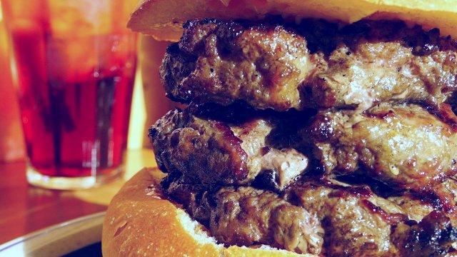 肉・肉・肉の三段重ね!野菜抜き・肉塊モリモリのトリプルバーガーが凄い