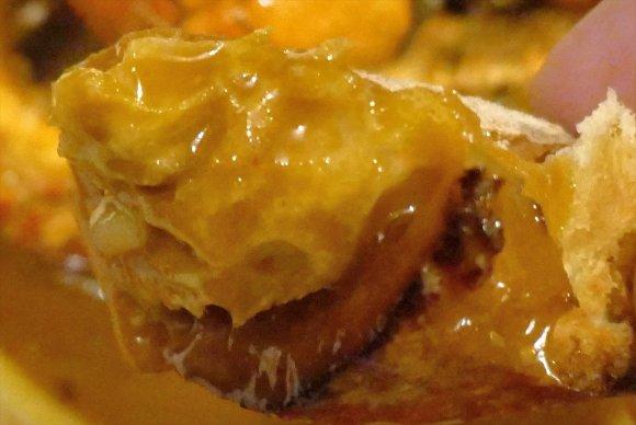 オマール海老がまるまる1尾!濃厚な海老出汁香る、大迫力な洋風ラーメン