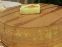 理想の食感!表面サクサクでふんわり分厚い究極のホットケーキ