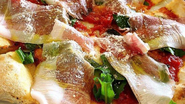 薪窯焼きピッツァランチを1000円で!本場ナポリ仕込みのピッツェリア