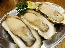 【佐々木孫べえ】超巨大!濃厚ミルキーな生牡蠣が一年中楽しめる牡蠣酒場