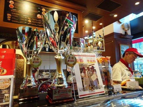 世界一のピッツァが350円から!名駅前で手軽に本場の味を楽しめる店