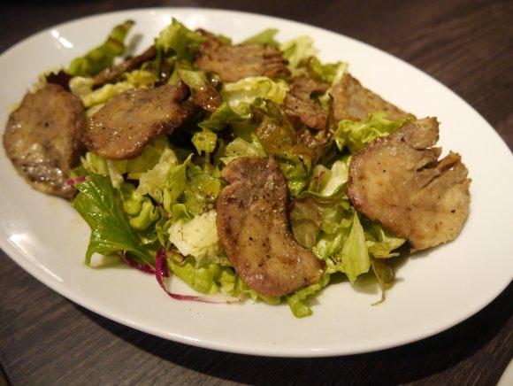 前菜から塊肉まで馬肉三昧!ワインも豊富なビストロスタイルの馬肉専門店