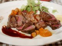 コスパ抜群で美味しいお肉!満足度120%で超人気の肉屋直営の肉バル