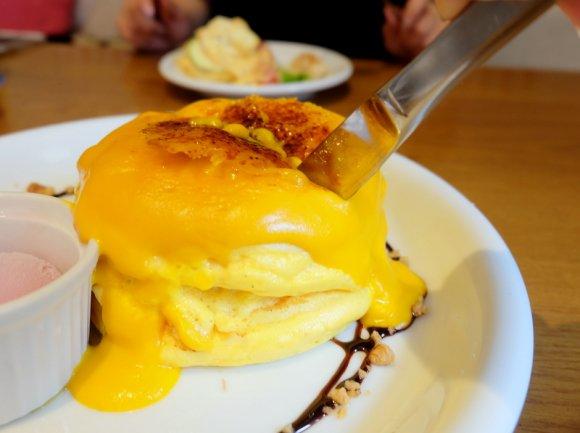 ふわとろすぎてナイフ不要!かぼちゃ好き必食のパンプキンパンケーキ