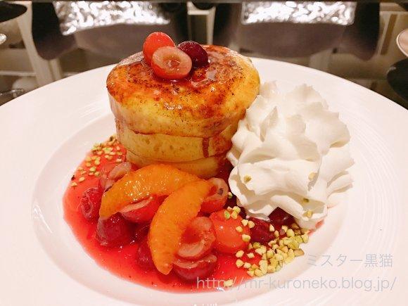 あの人気ホテルで味わえる!「さくらんぼ」の季節限定パンケーキとパフェ