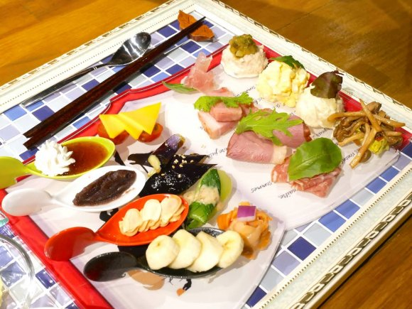 自分で作るサンドイッチ!帝国ホテル仕込みの味を楽しむ下町の古民家洋食
