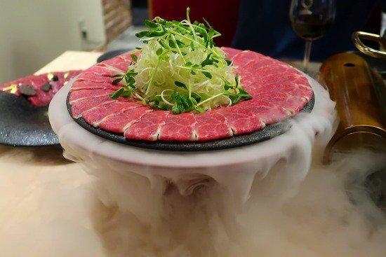トリュフ・キャビア・金箔!名古屋で楽しめるド派手な馬刺しユッケが凄い