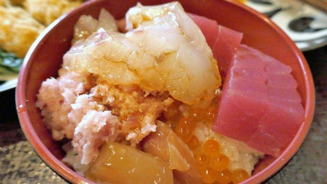 大人気!新鮮な刺身やおかずが1500円食べ放題の超お得なランチ