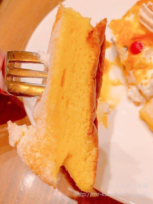 一足先に夏気分!ショコラティエの技が光るパッションマンゴーパンケーキ