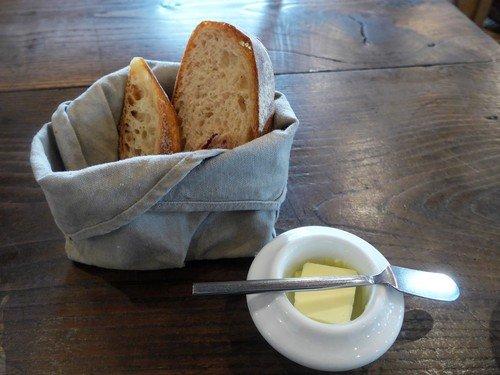昼も夜も焼き立てパンが食べられる!吉祥寺でパン屋併設の大人気ビストロ
