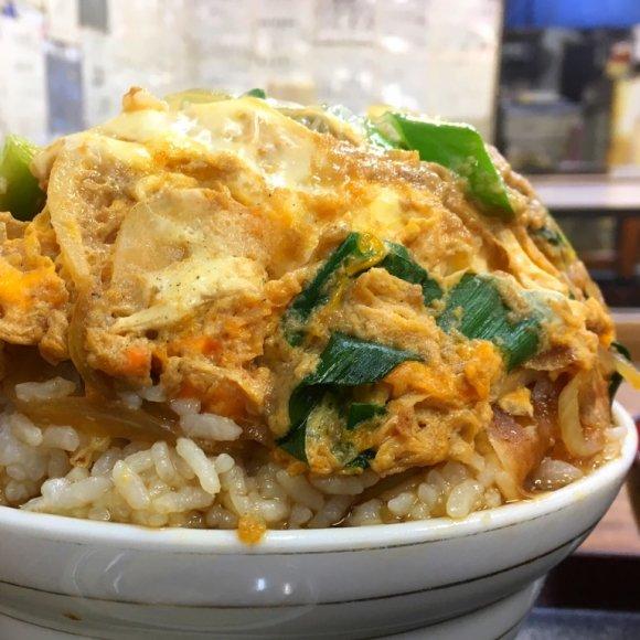 総重量1.8キロのカツ丼が800円!関西の心意気を感じる老舗食堂