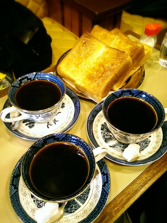 京都の名喫茶「六曜社」で関西伝統の厚切りトーストモーニング