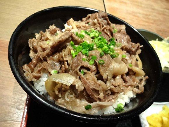 肉とご飯で美味さ倍増!本能のままにかきこみたい肉丼記事8選