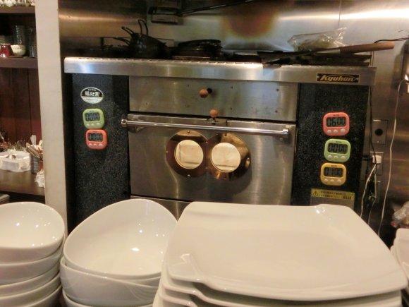 メディアでも話題!石釜で焼く外さっくり&中ふわっふわの超極厚トースト