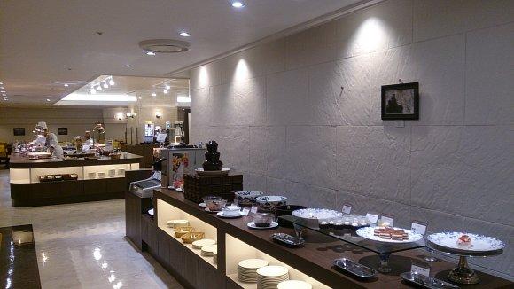 シェフ常駐のライブ感を楽しむホテルのランチバイキング@池袋