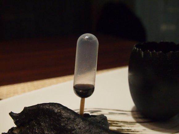 前菜からデザートまで真っ黒!超ブラックなビジュアルの中華コースを実食