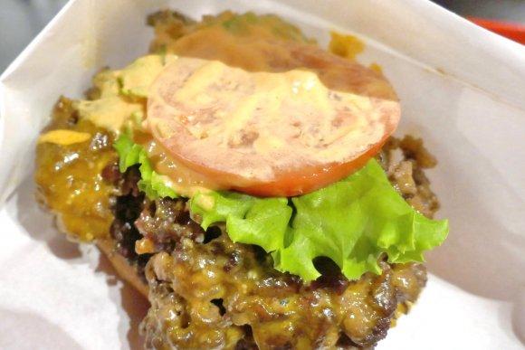 代官山で超人気のハンバーガー店「ヘンリーズバーガー」がアキバに進出!