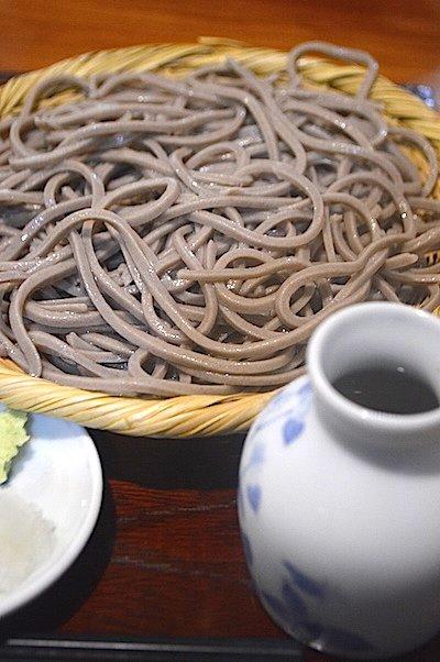 天ぷらとの相性も抜群!風味と滑らかな食感が共存する十割蕎麦