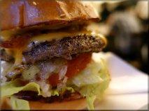 ハンバーガーを10年食べ歩く食通の原点!21年の歴史を刻む老舗