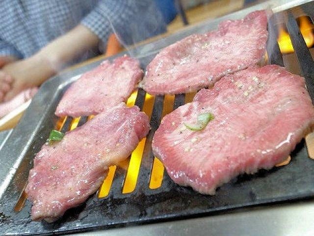 有名人や常連さんも予約NG!並んでも食べたい最強焼肉店「スタミナ苑」