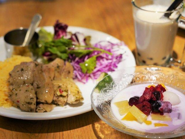 タピオカデザートやミルクティーも+300円で食べ放題のお得なランチ