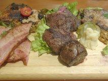 前菜から肉まみれ!塊肉や馬刺しも旨い、肉好きノンベエ必見の肉系居酒屋