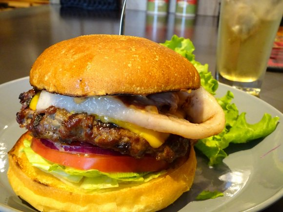 ステーキのような食べ心地!肉好きも唸る新食感ハンバーガー