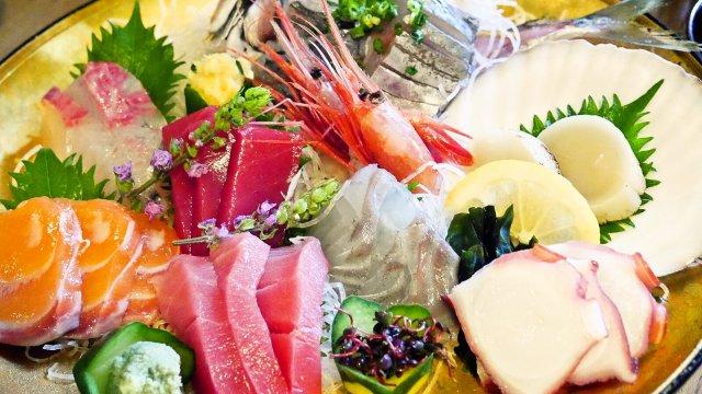 焼き鳥屋の海鮮が凄い!予約者限定の魚介盛りは絶対頼むべし!