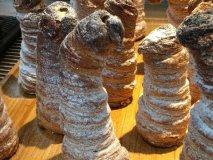 高さ15センチにクリームがぎっしり!人気パン屋さんの「コロネタワー」