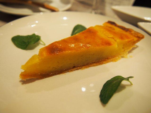 チーズケーキも燻製に!変わり種のスモークも楽しめる燻製バル
