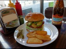 渋谷で10年!安定した美味いハンバーガーが味わえる一人飯にも最適な店