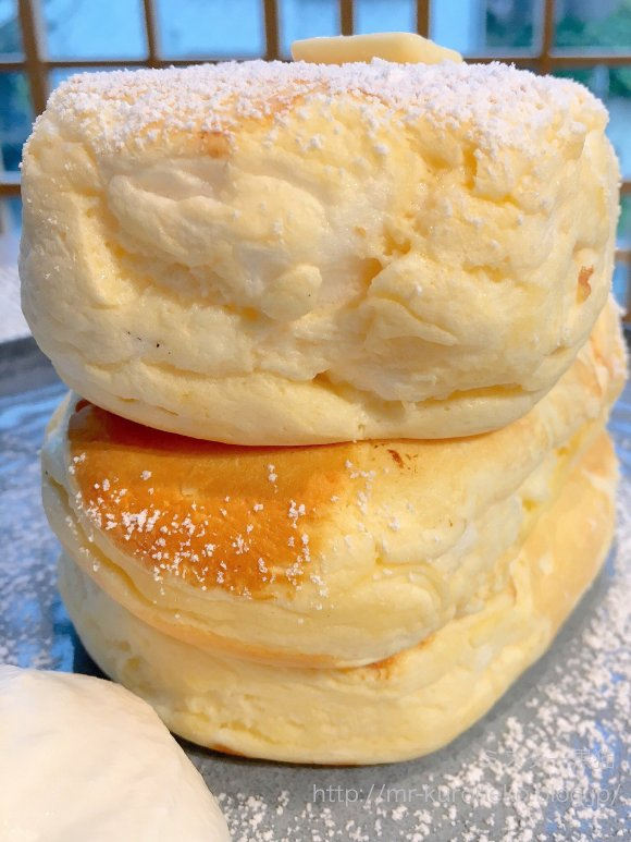 生地の厚みが凄い!『ミカサデコ&カフェ』のふわふわリコッタパンケーキ