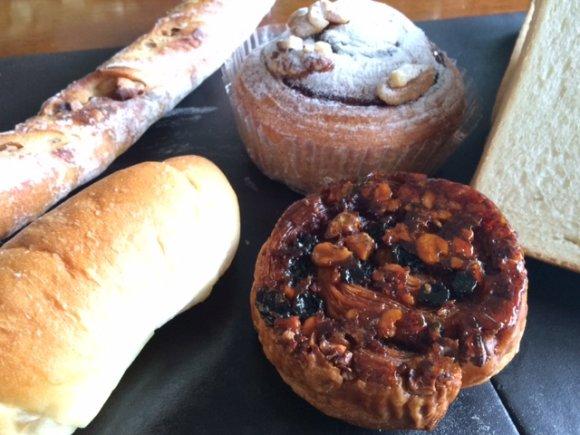 県外からもファンが集う人気のパン屋!種類豊富な焼き立てパンが勢ぞろい
