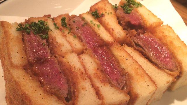 極厚のお肉を豪快に!TVでも紹介された肉感溢れる「ビーフカツサンド」