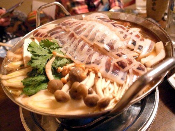 シーズン到来!冬限定のイカ鍋が旨い、千住大橋「ときわ」