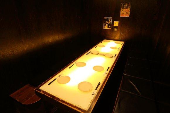炭火焼き鳥が1480円食べ放題!から揚げもおかわり自由の驚愕の居酒屋