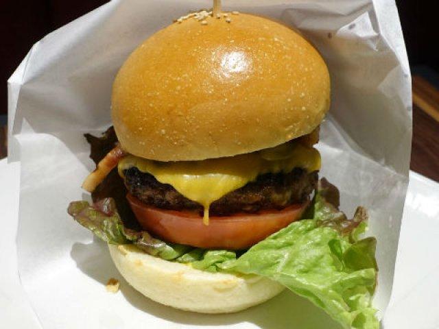 肉好きを虜にする「格之進」の贅沢ハンバーグを!肉汁溢れるハンバーガー