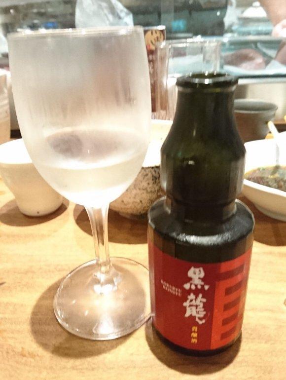カウンターで味わう「スペシャル」と日本酒が最高だ…『新橋 いっぱし』