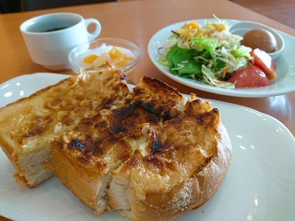目を疑う分厚さ!姫路名物・アーモンドトーストが大阪で食べられる店