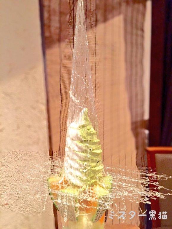 超ド迫力の高さ63cm!圧巻のツリーパフェは食べるべき名物
